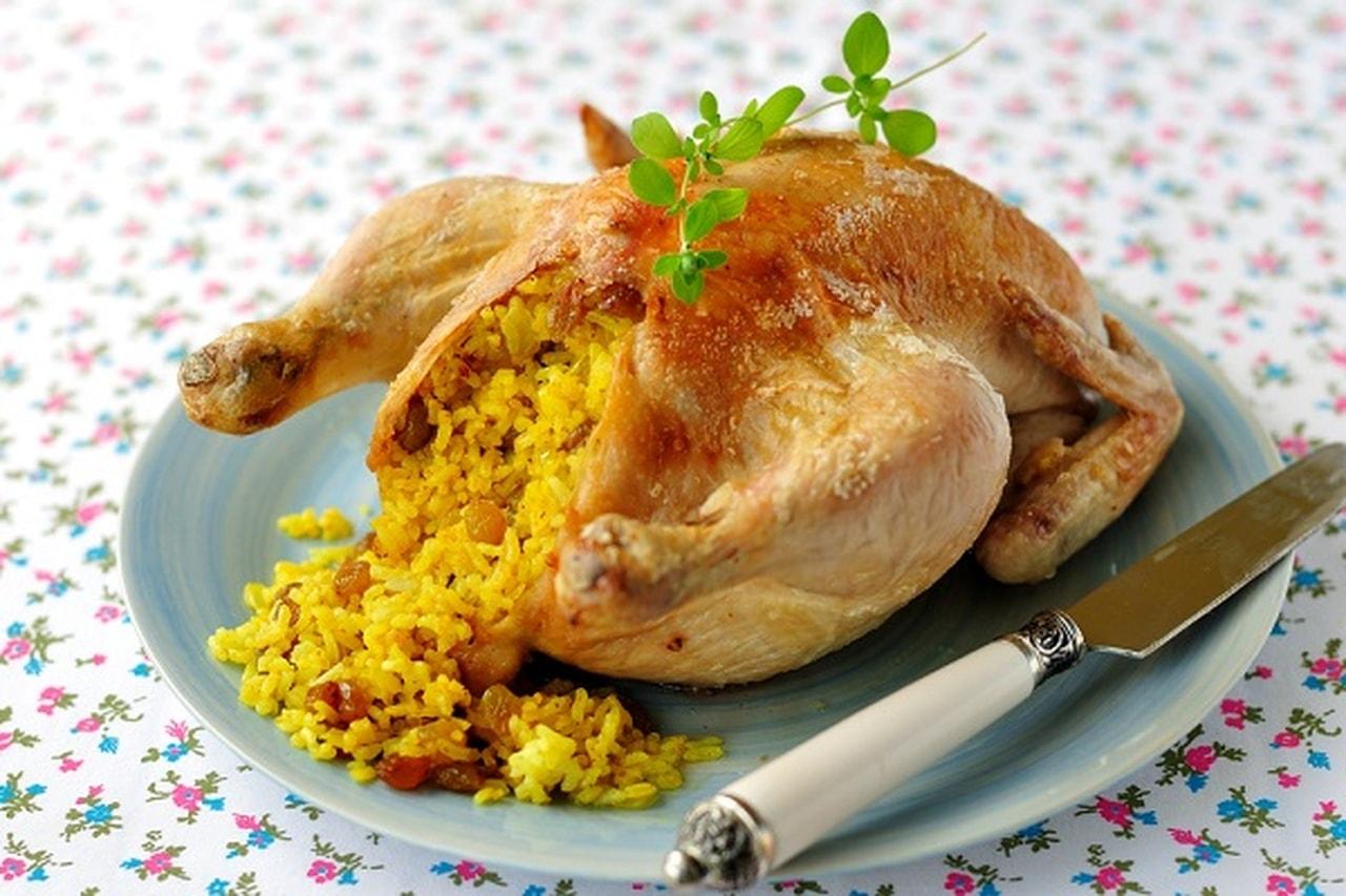 الدجاج المحشو بالأرز والتوابل